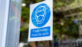 retail store covid-19 mandatory face mask sign